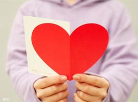 b31de84a-d4cf-4d18-9e65-0d5cea7e98b9 Поделка — валентинка своими руками из бумаги, ткани: шаблоны, выкроки. Как сделать красивую валентинку своими руками маме, парню, в школу?
