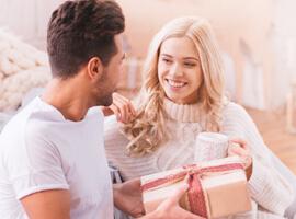 9 идей, что подарить жене на Новый год