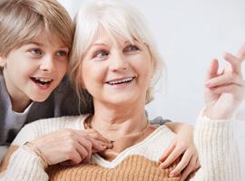 7 советов, что подарить бабушке на Новый год