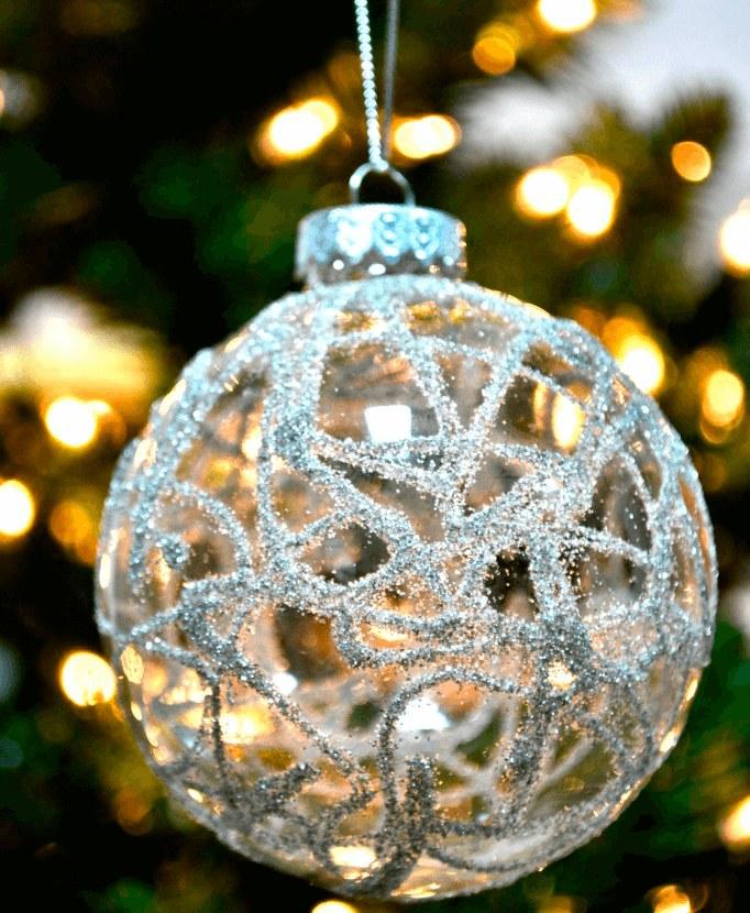 новогодний шар с блестками