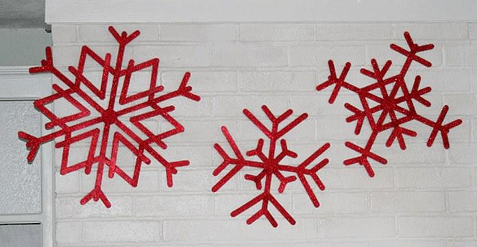 Снежинки издеревянных палочек