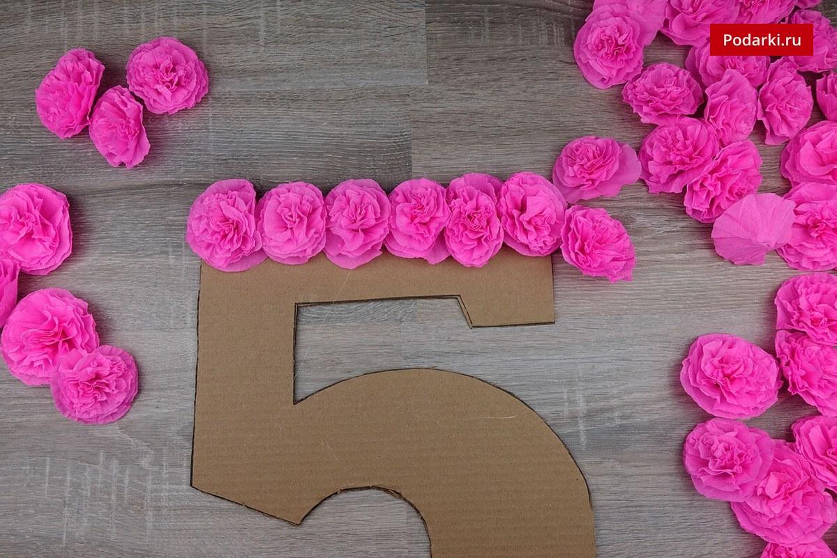 Оформление цифры на день рождения из гофрированной бумаги своими руками 71