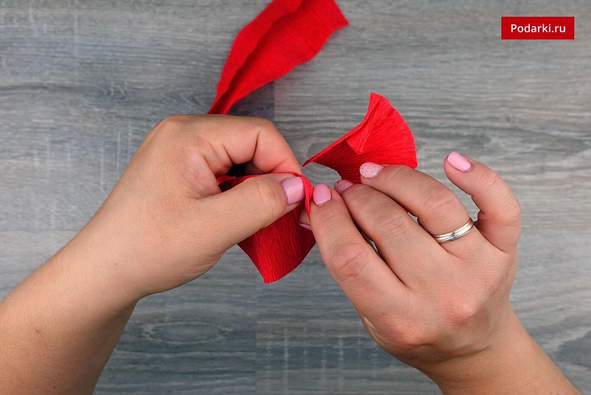 Гвоздиками своими руками из гофрированной бумаги