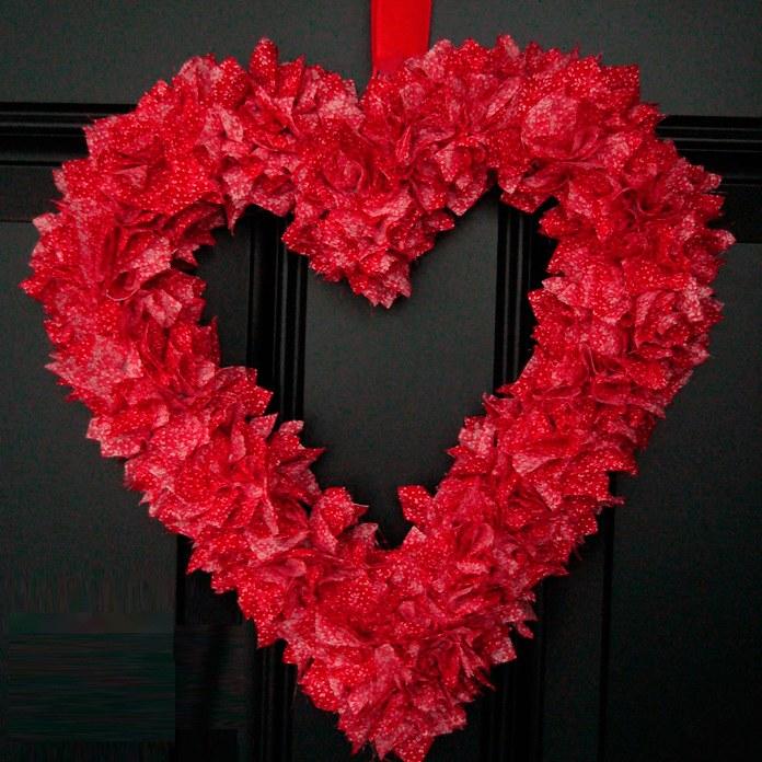 Венок в форме сердца из ткани. Мастер-класс