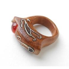 Кольцо деревянное с сердоликом