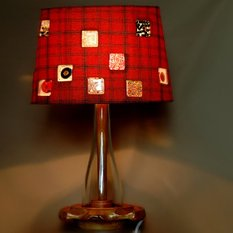 Светильник из дерева со стеклом, бисером и пуговицами