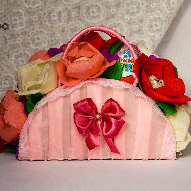 Подарок для любимой дочки. Сумочка из конфет. Мастер класс
