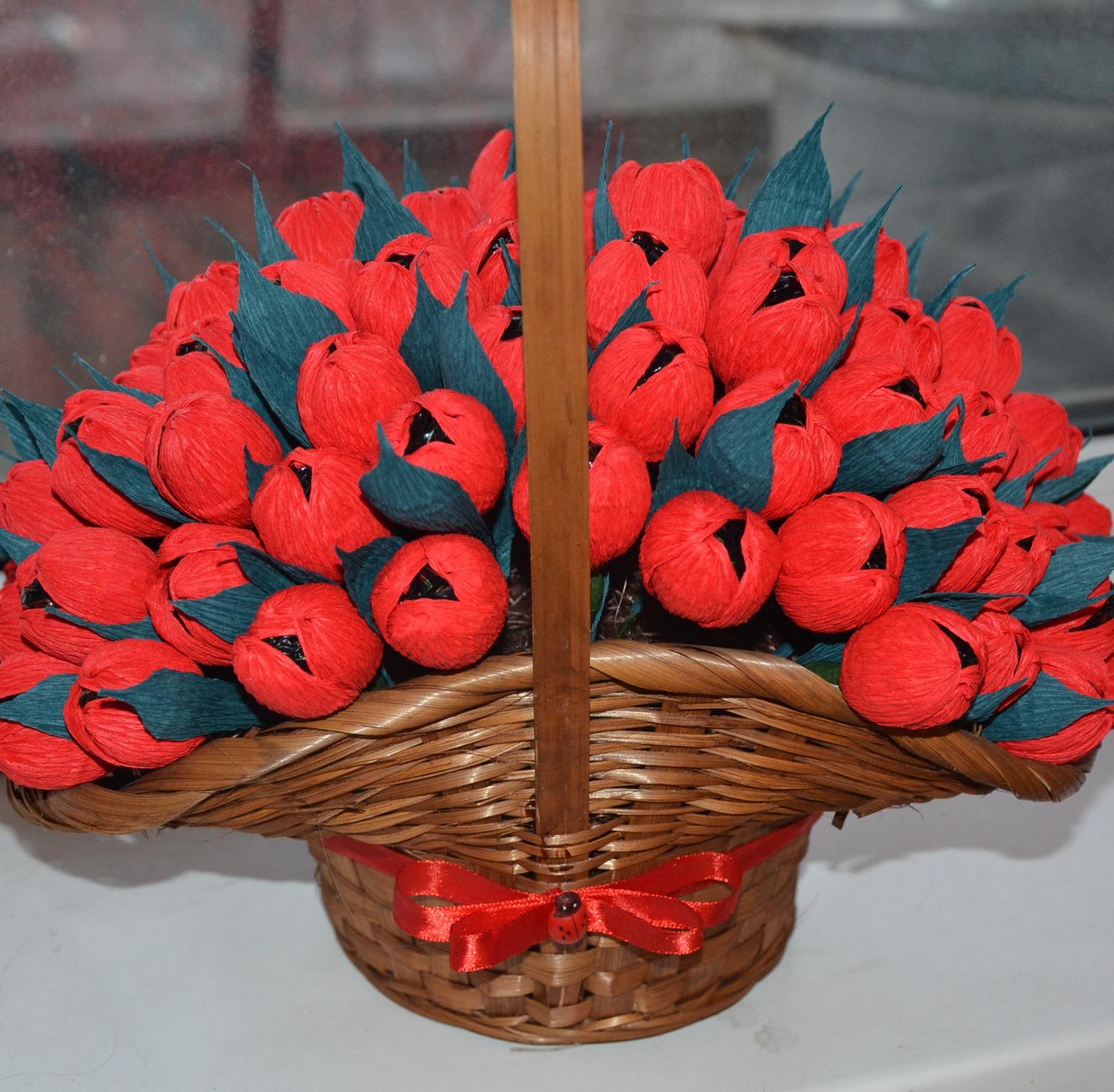 Тюльпаны из бумаги в корзинке своими руками 64