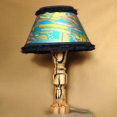 Светильник из дерева с разноцветными вставками из смолы