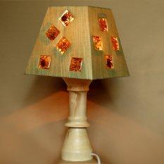 Светильник из дерева с декором из сухих цветов