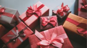10 подарков дешевле 1000 рублей
