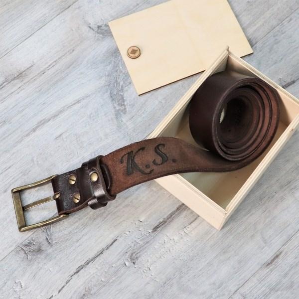 Кожаный ремень с гравировкой Belt